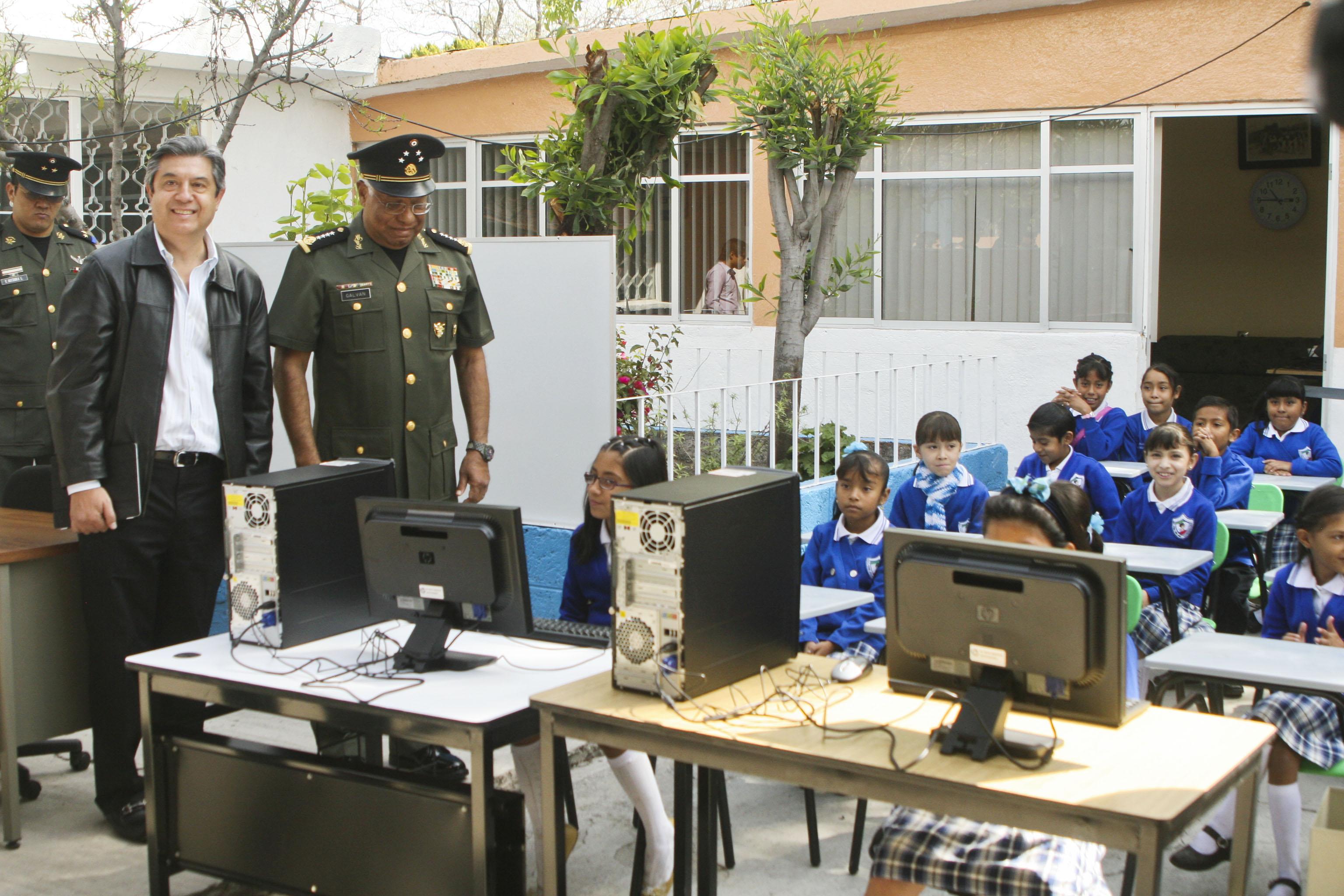 Fundación dona mobiliario a primaria de la Zona Militar