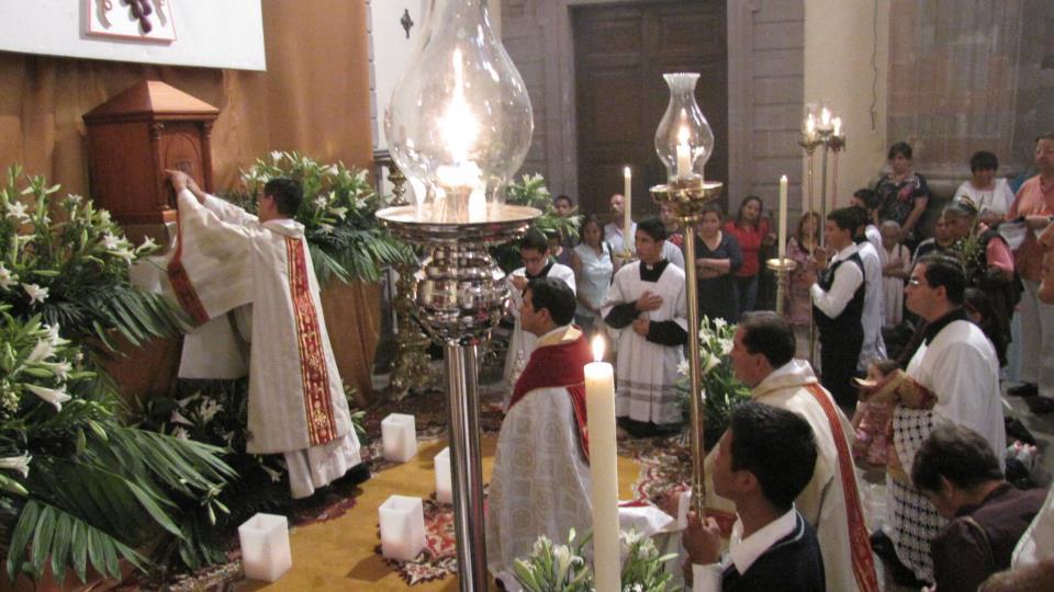 Armendáriz ora por quienes quieren ser servidores públicos