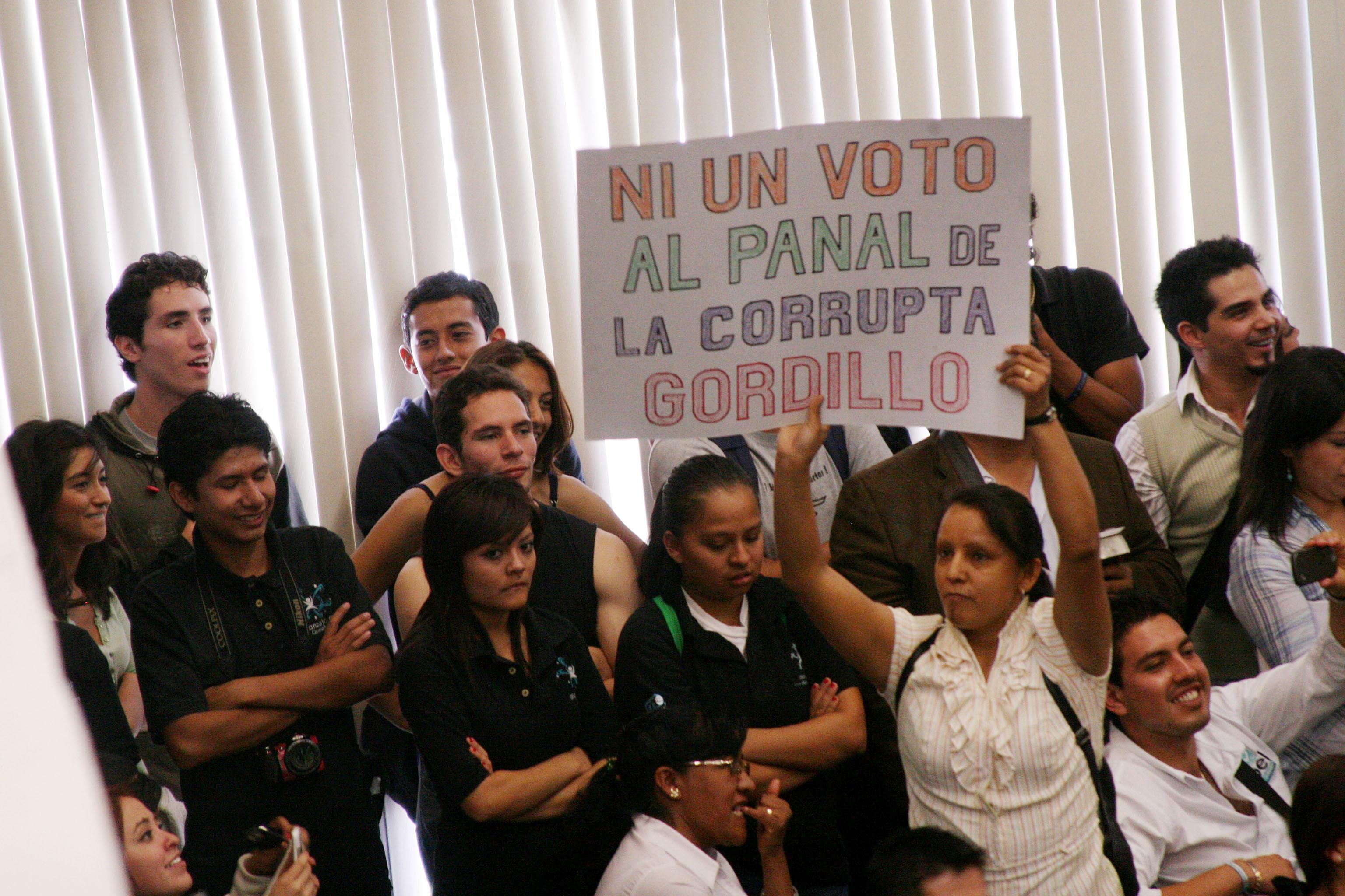 Quadri acusa a AMLO de sembrar odio y discordia en jóvenes de la UAQ