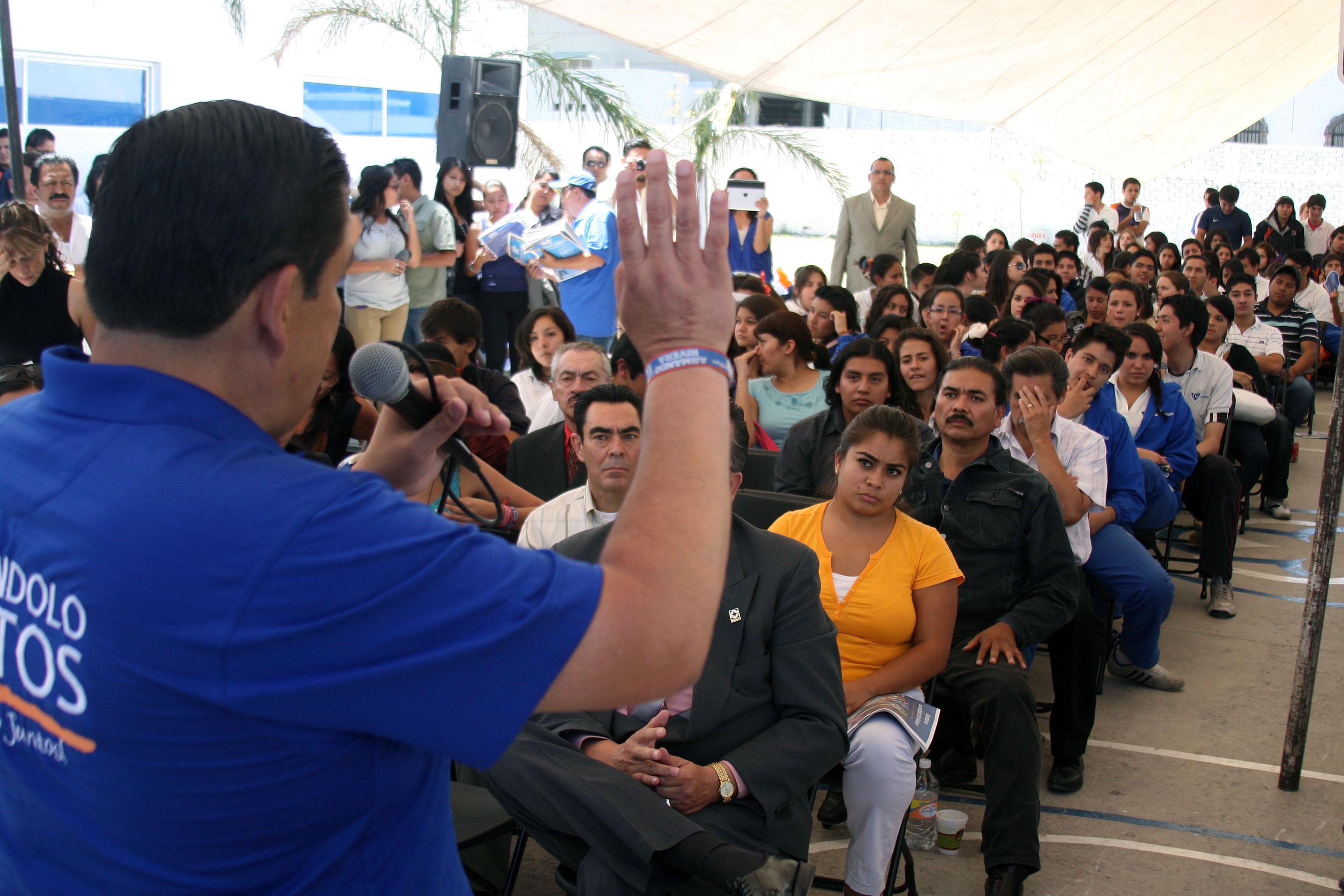 Rivera condiciona asistencia a debate programado en la UAQ