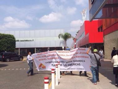 Otra manifestación de locatarios en Plaza de las Américas por tarifas de estacionamiento