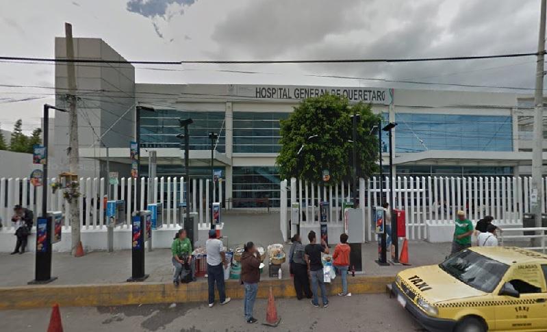 Familiares de pacientes del Hospital General duermen en la calle