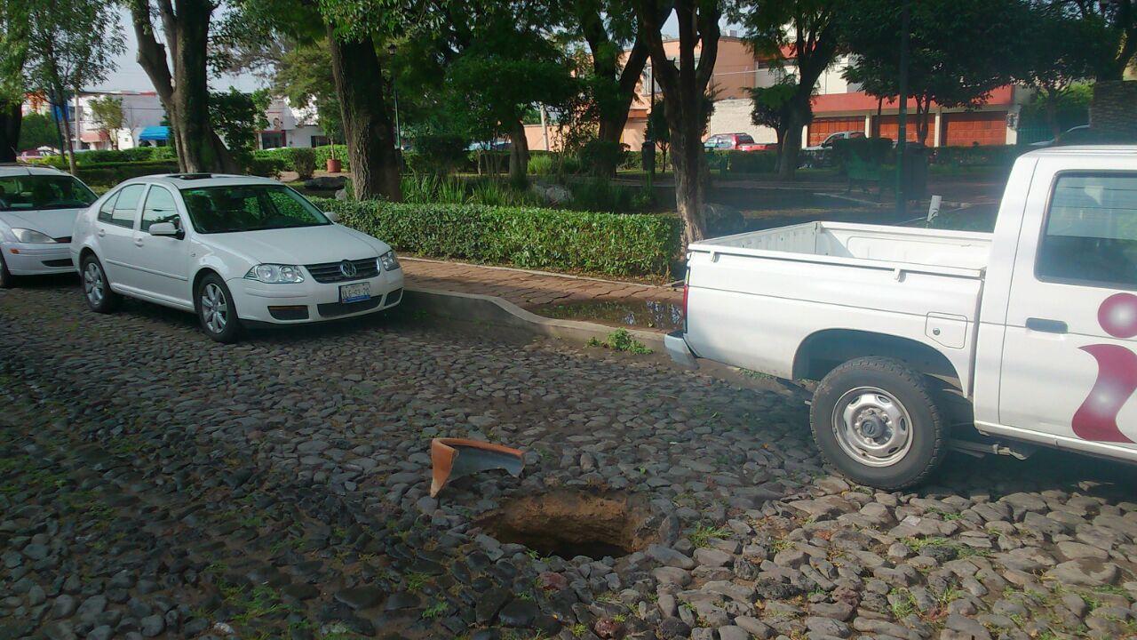 Lluvias dejan boquete en la Cimatario