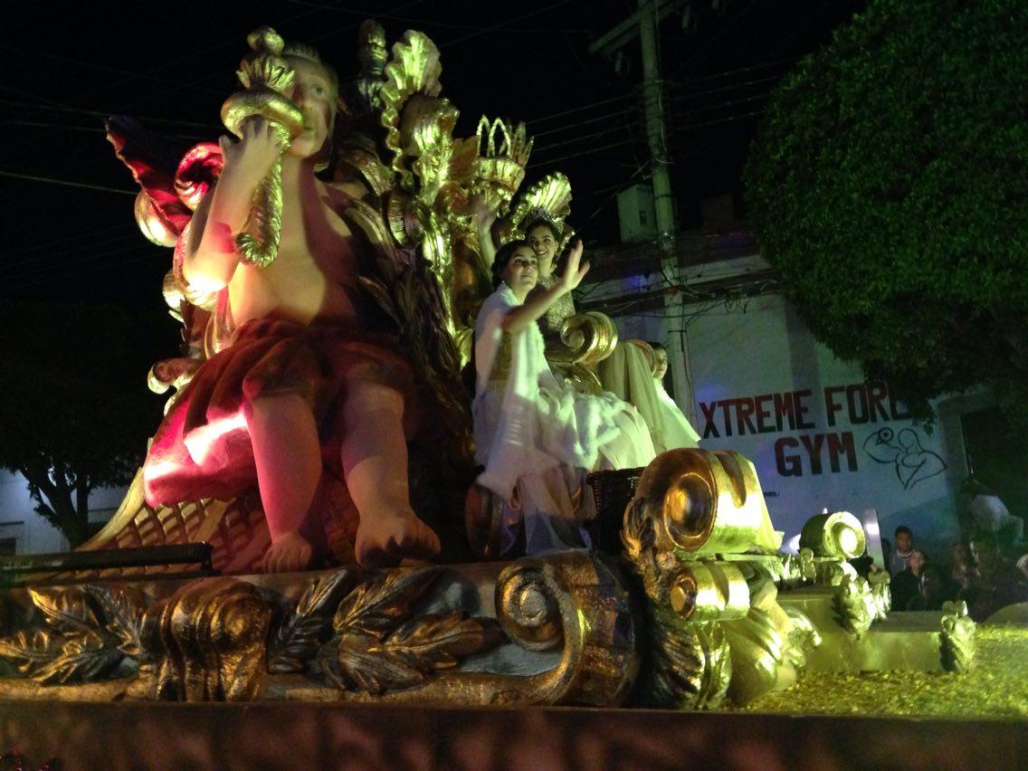 Carros de Cabalgata recorren Centro Histórico de Querétaro como todos los 23 de diciembre