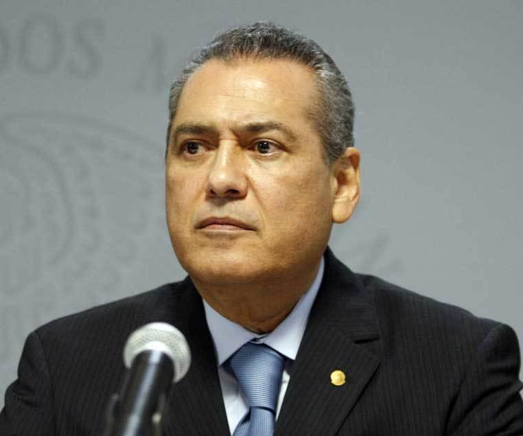 Beltrones abandona la presidencia del PRI