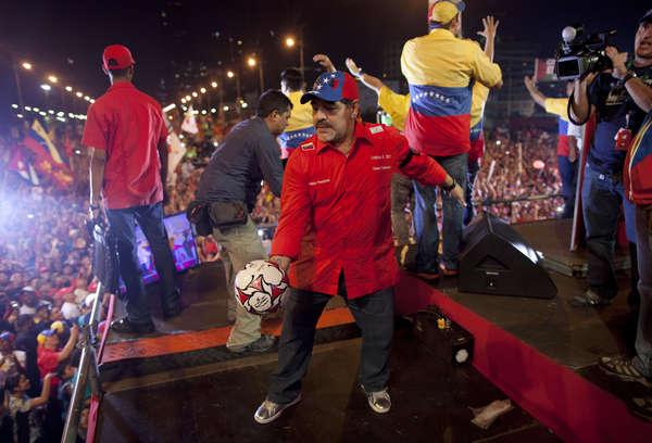 Maduro, candidatea a Maradona para la FIFA