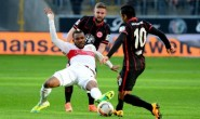 Marco Fabián asiste en derrota del Frankfurt