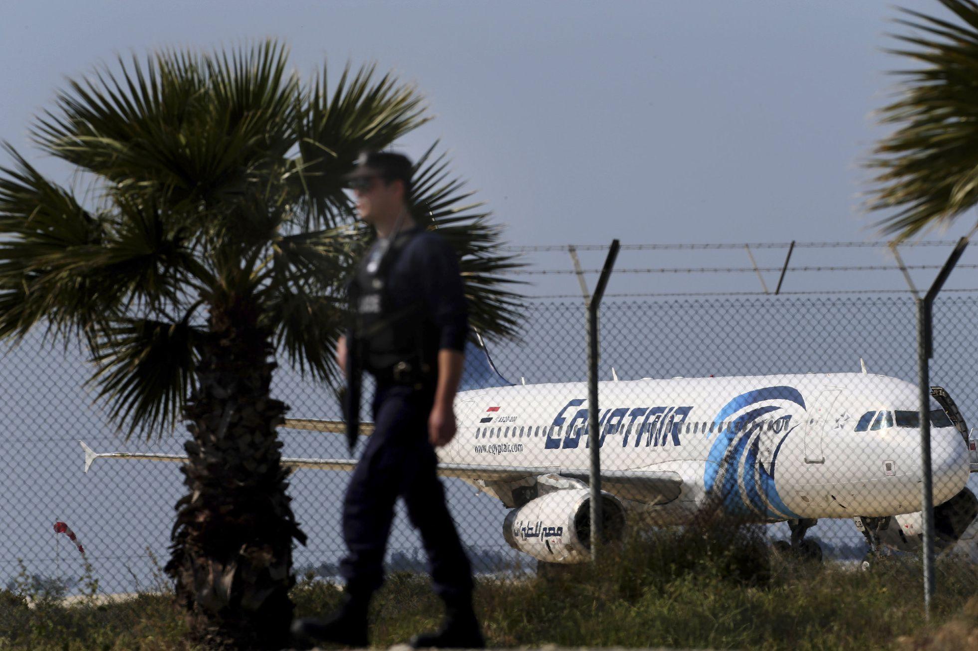 Avión de Egypt Air es secuestrado y obligado a aterrizar en Chipre