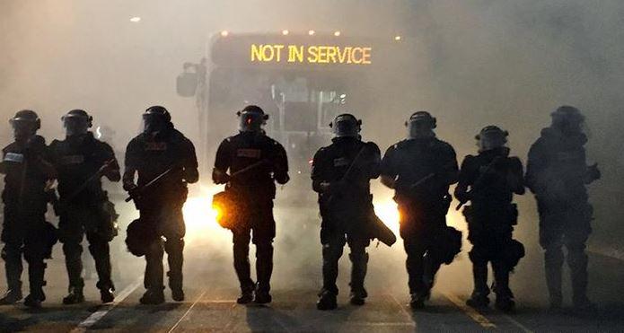 Continúan las protestas en Charlotte en pleno estado de emergencia — EN VIVO
