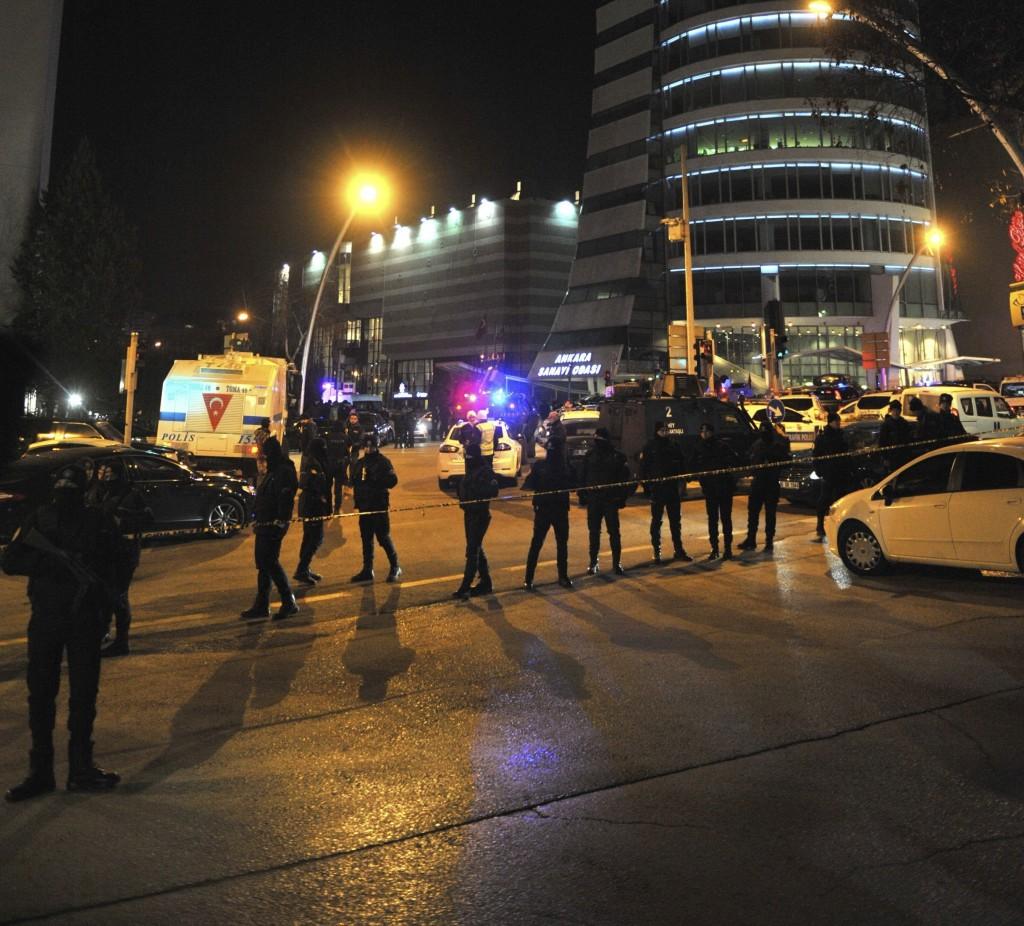 Muere embajador ruso en tiroteo en Ankara