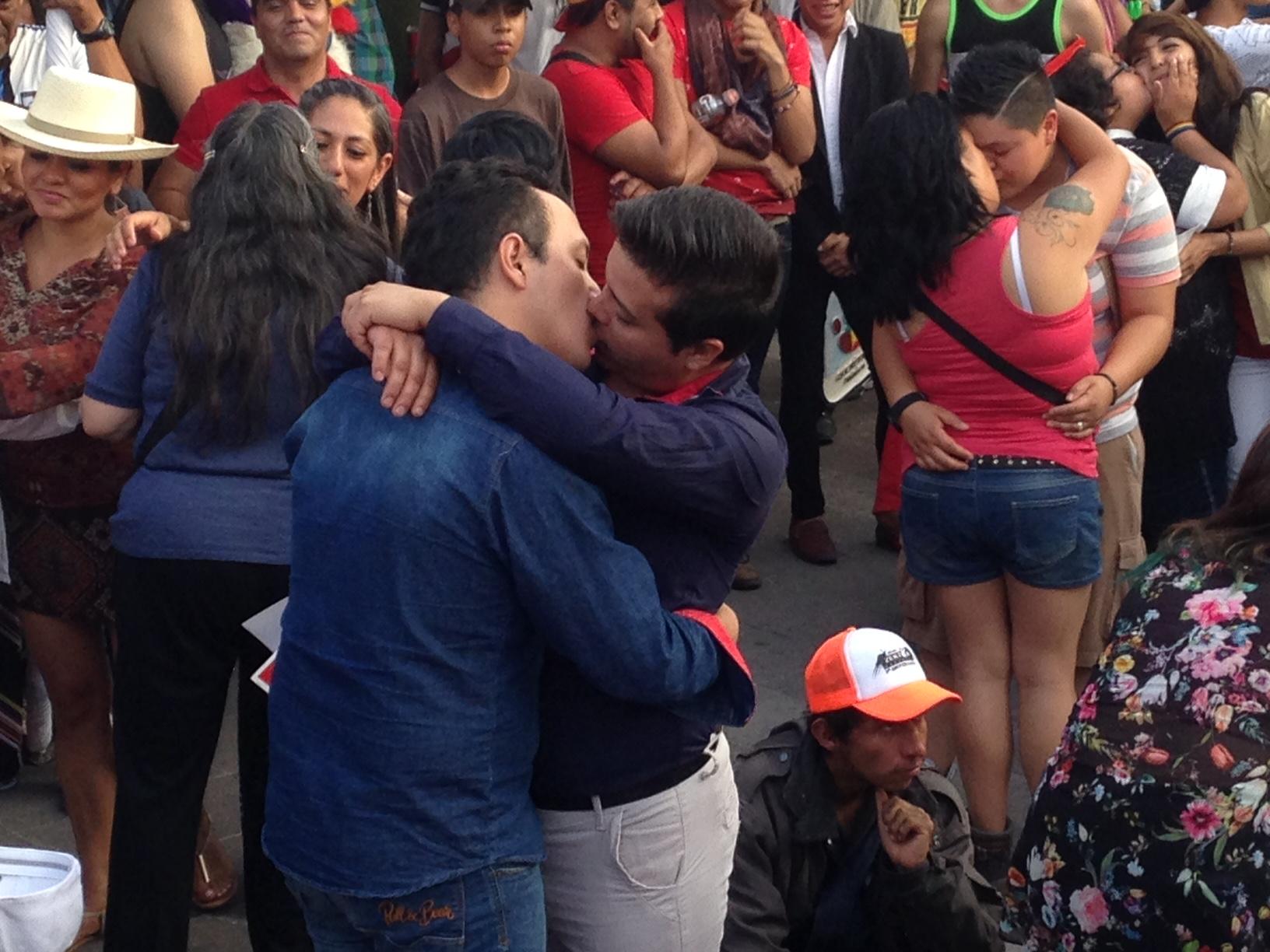 Pese a que diputados se niegan a legislar, en 8 municipios de Querétaro permiten matrimonio igualitario sin amparo