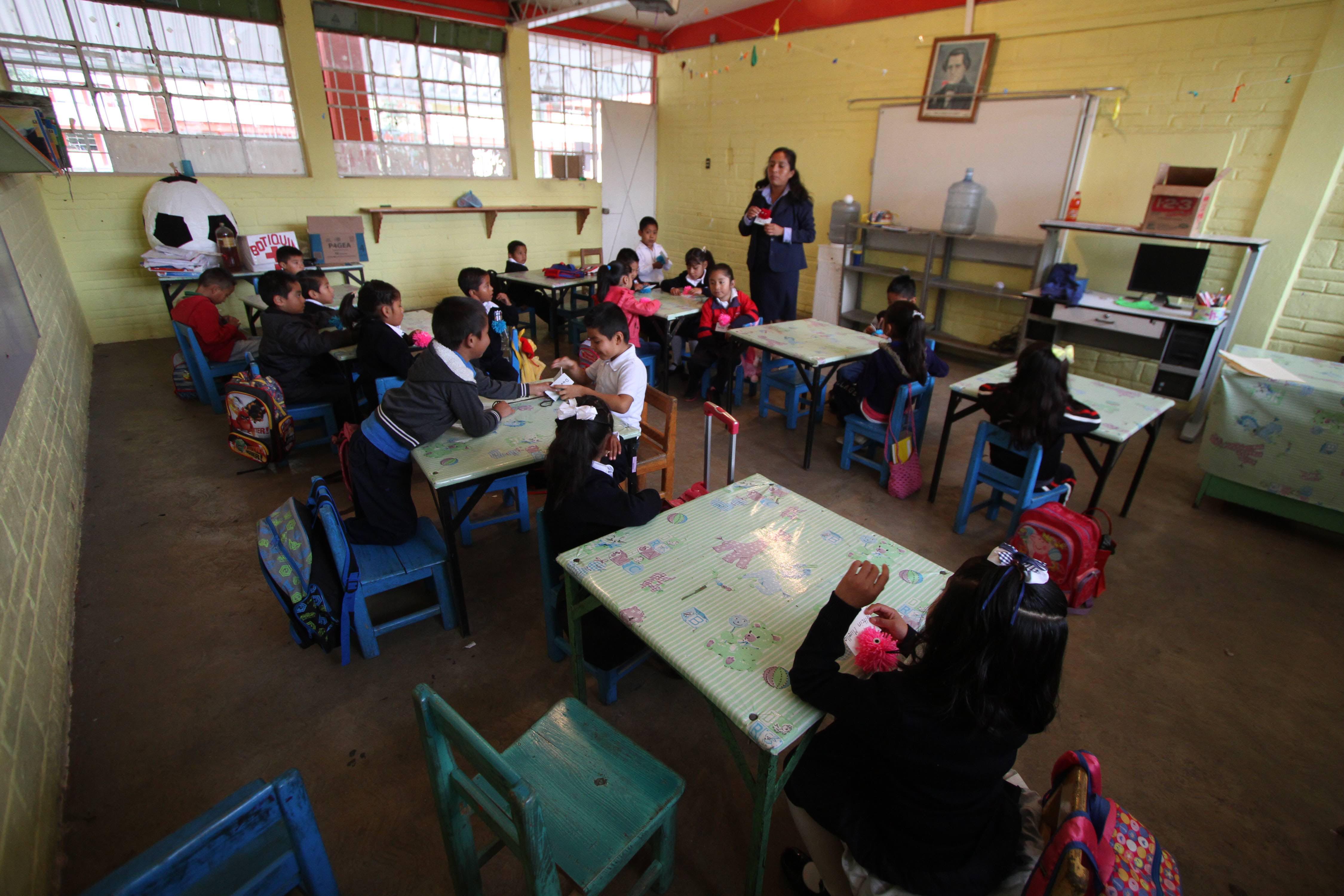 Por COVID-19, 16 docentes han fallecido en Querétaro