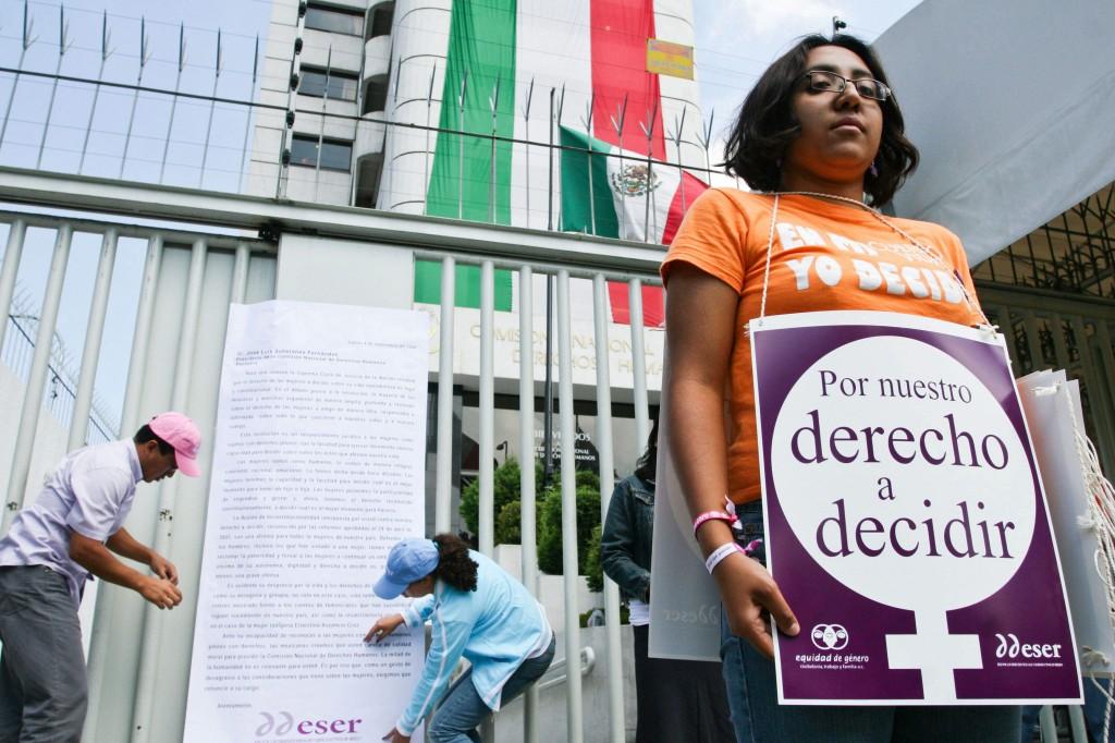 ONG EXIGE SALIDA DE DEFENSOR DEL PUEBLO DE MÉXICO POR NO APOYAR A MUJERES