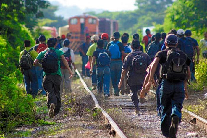 """Activistas dicen que las casas del migrante """"son ahora campos de refugiados"""""""