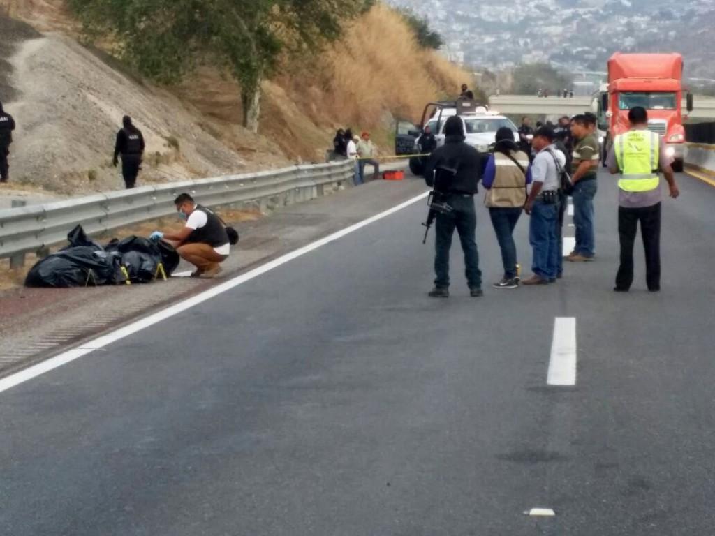 HALLAN SEIS BOLSAS CON RESTOS HUMANOS EN AUTOPISTA DEL SUR DE MÉXICO
