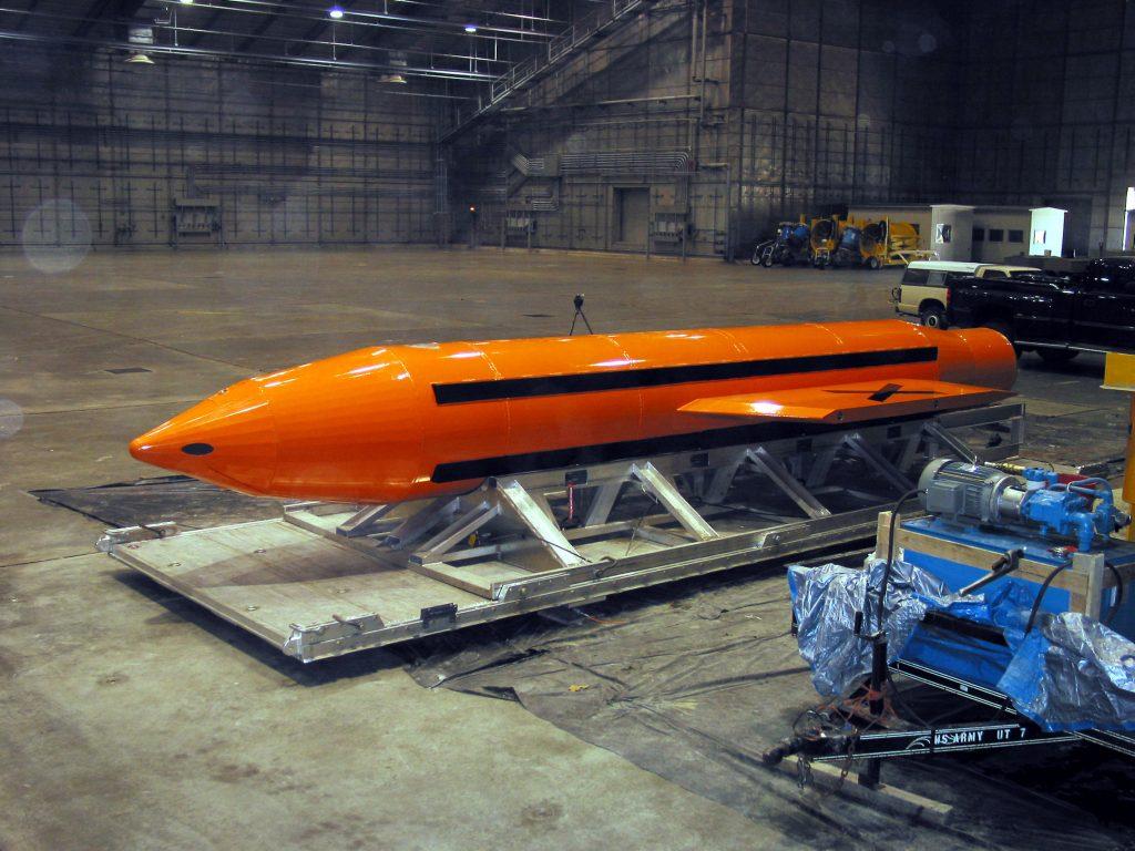 EE.UU. LANZA POR PRIMERA VEZ SU BOMBA NO NUCLEAR MÁS POTENTE EN AFGANISTÁN
