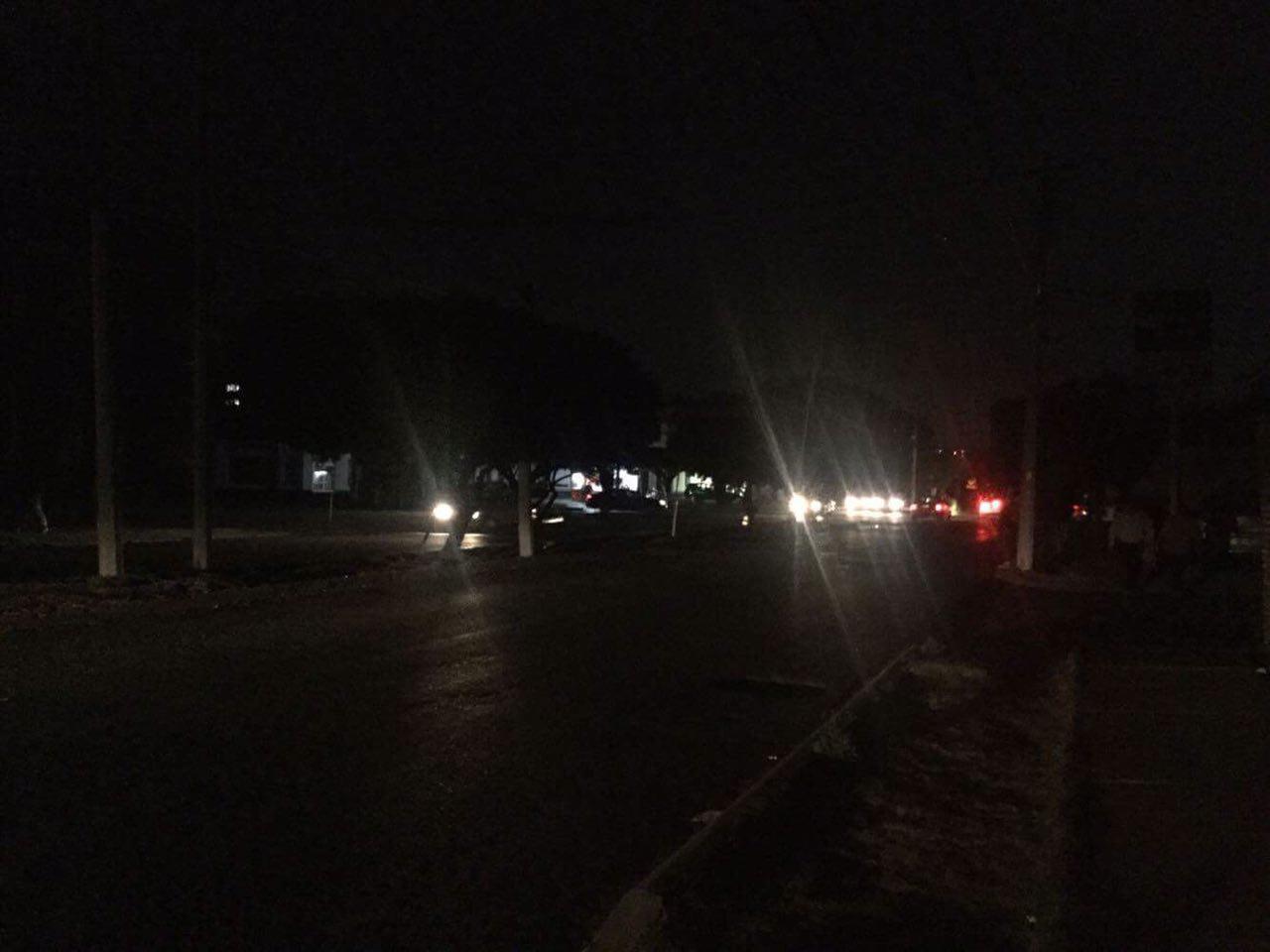 Reportan usuarios de redes apagón en varias colonias de Querétaro