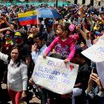 Venezolanos en Bogotá participan en consulta popular
