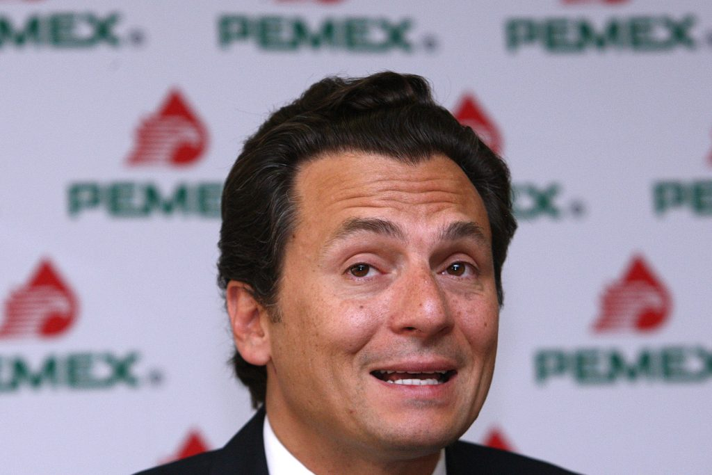 Exhibe ex director de Pemex a la PGR