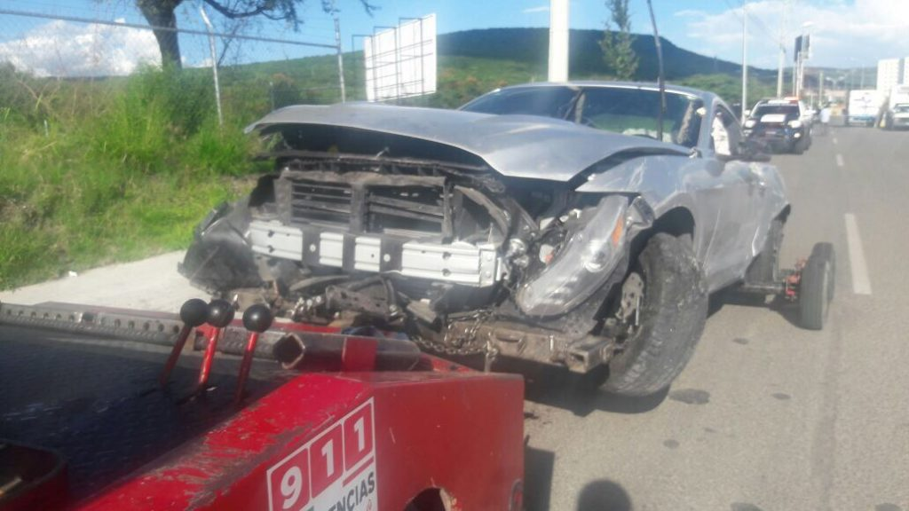 Mustang accidente