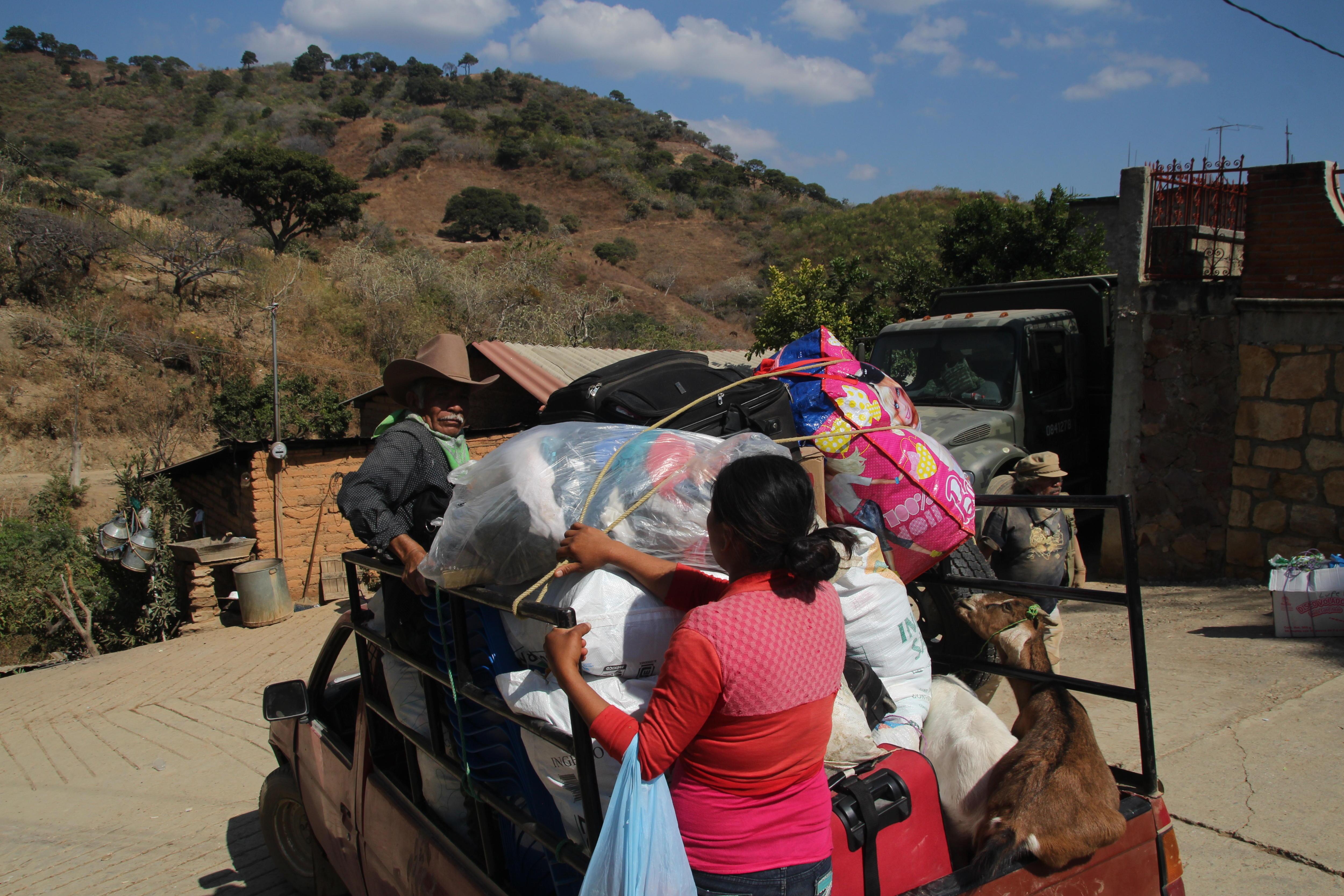 Cientos de personas permanecen desplazadas por violencia en Guerrero