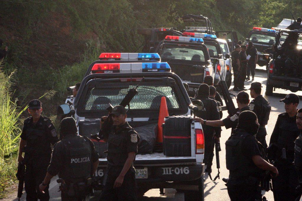 SUPUESTOS SICARIOS MATAN A DOS MUJERES, DOS NIÑAS Y TRES POLICÍAS EN MÉXICO