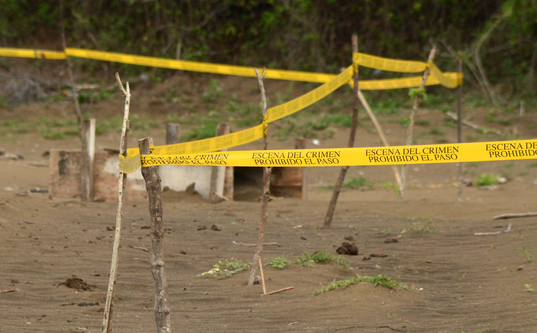 Hallan ocho cadáveres en fosa clandestina en Guerrero