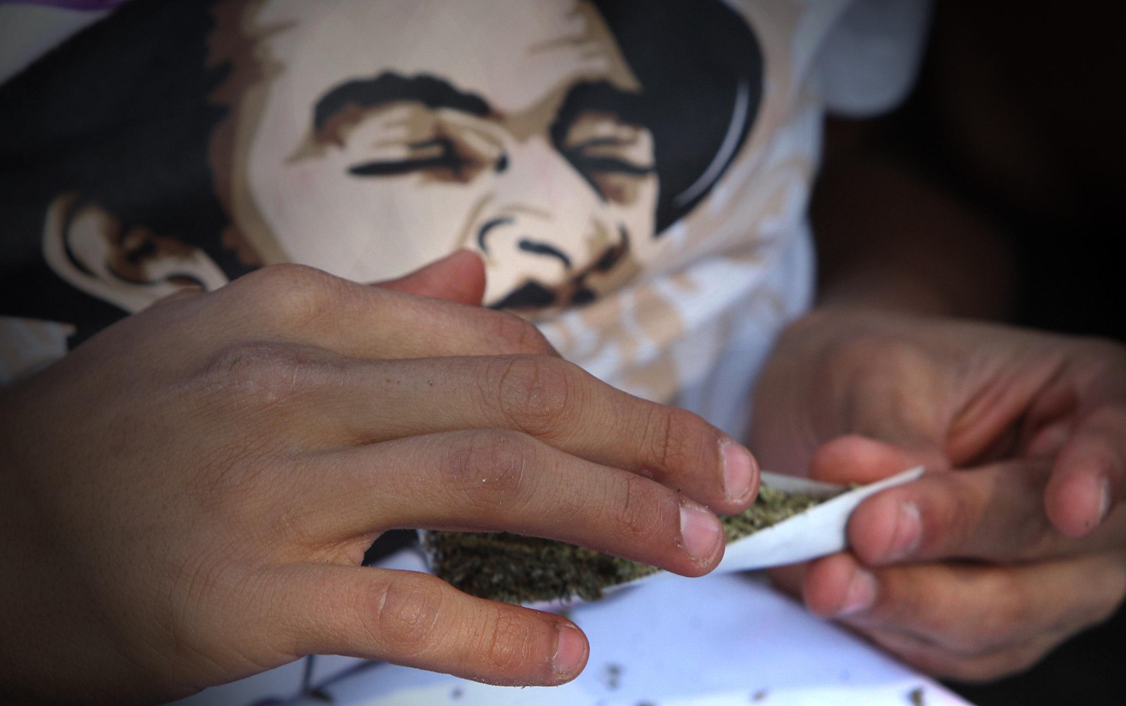 Gobernador de Jalisco aboga por legalización de la marihuana en todo México