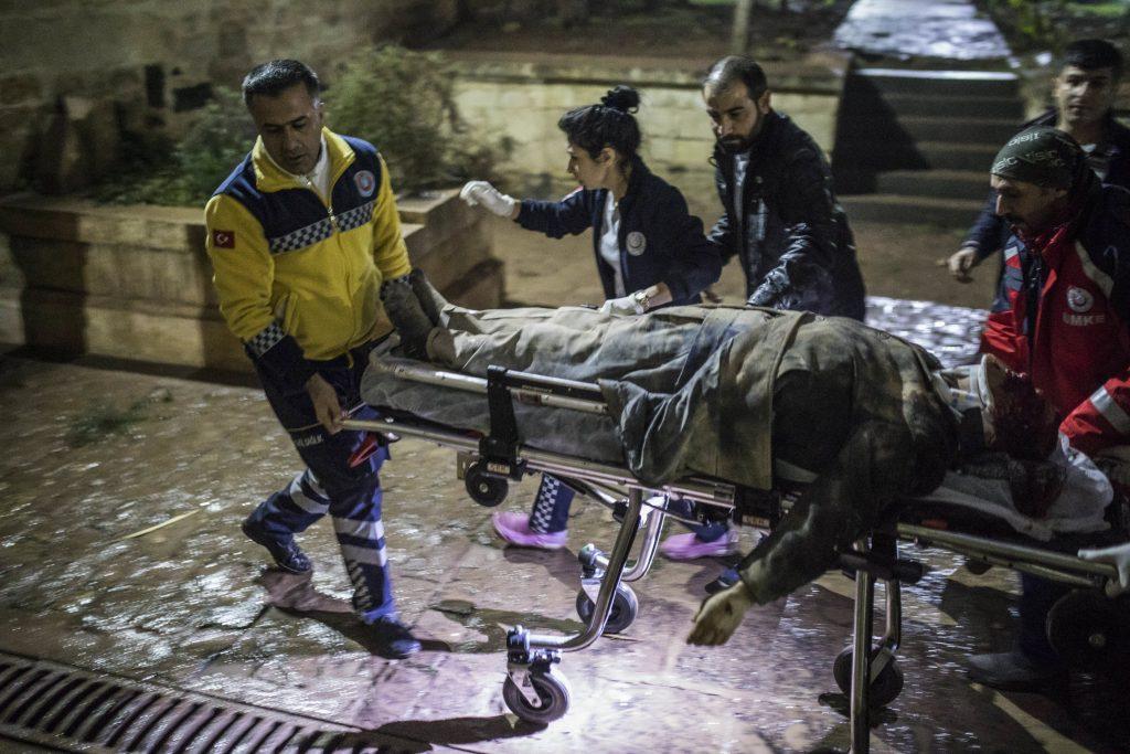 Presidente francés reitera preocupación ante ofensiva turca en Siria