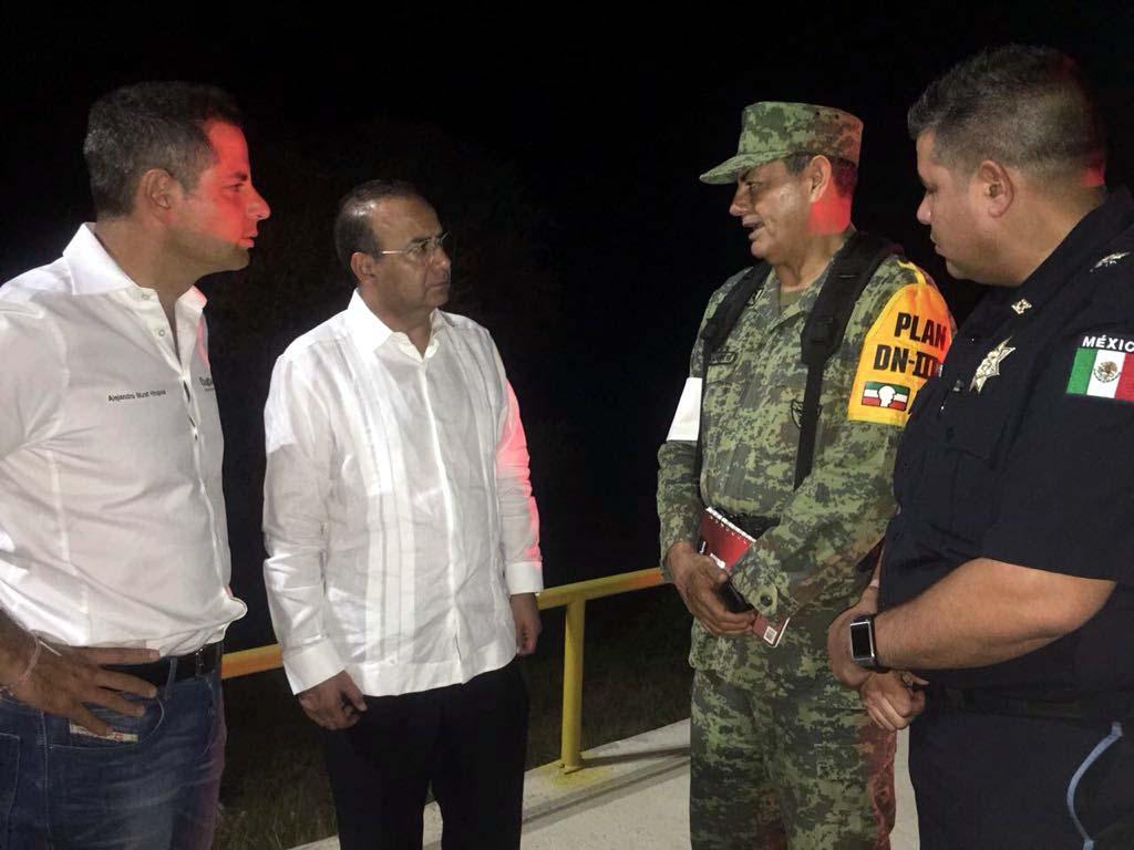 Cae helicóptero en el que viajaban el secretario de Gobernación y el gobernador de Oaxaca