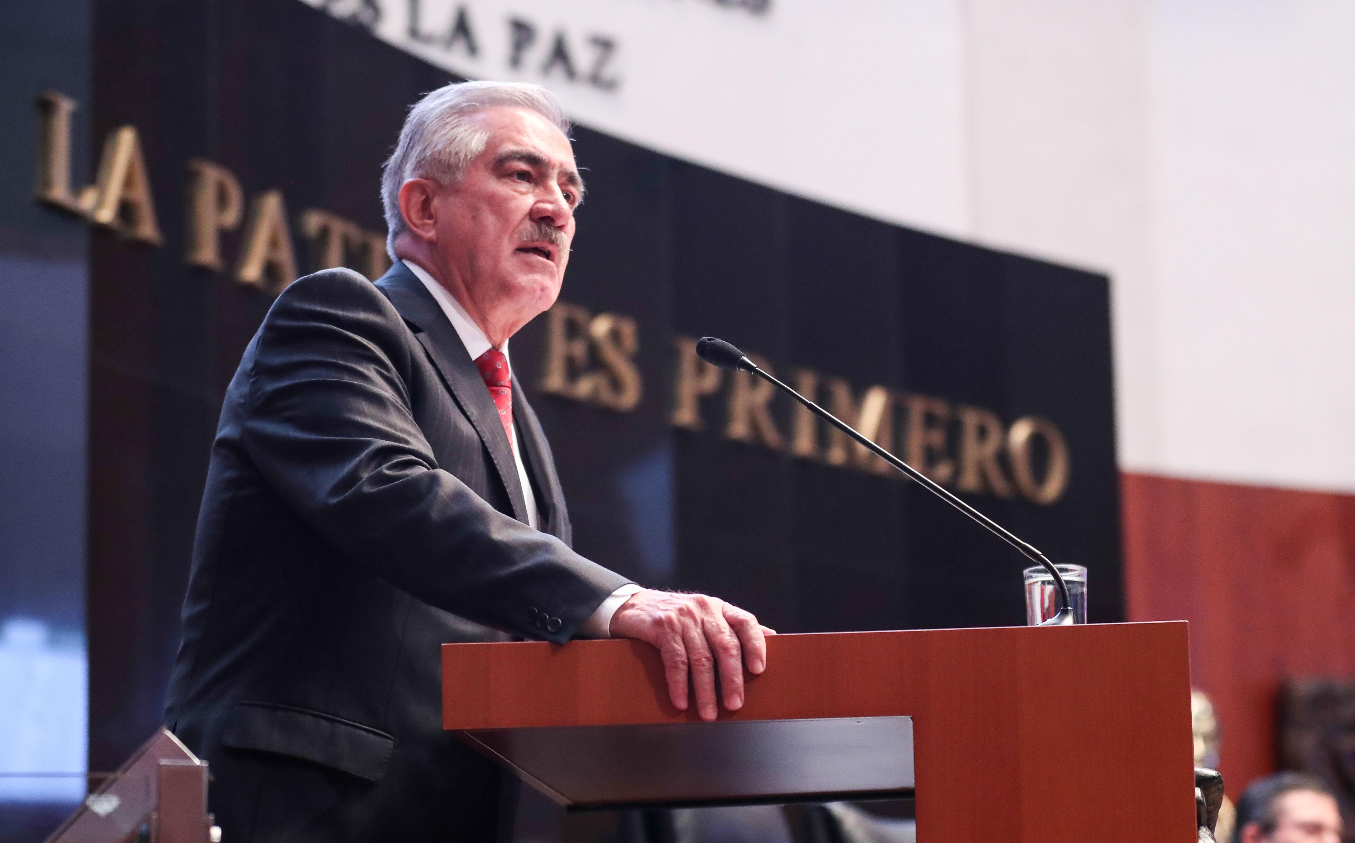 Urge senador a evitar competencia desleal de farmacA�uticas trasnacionales