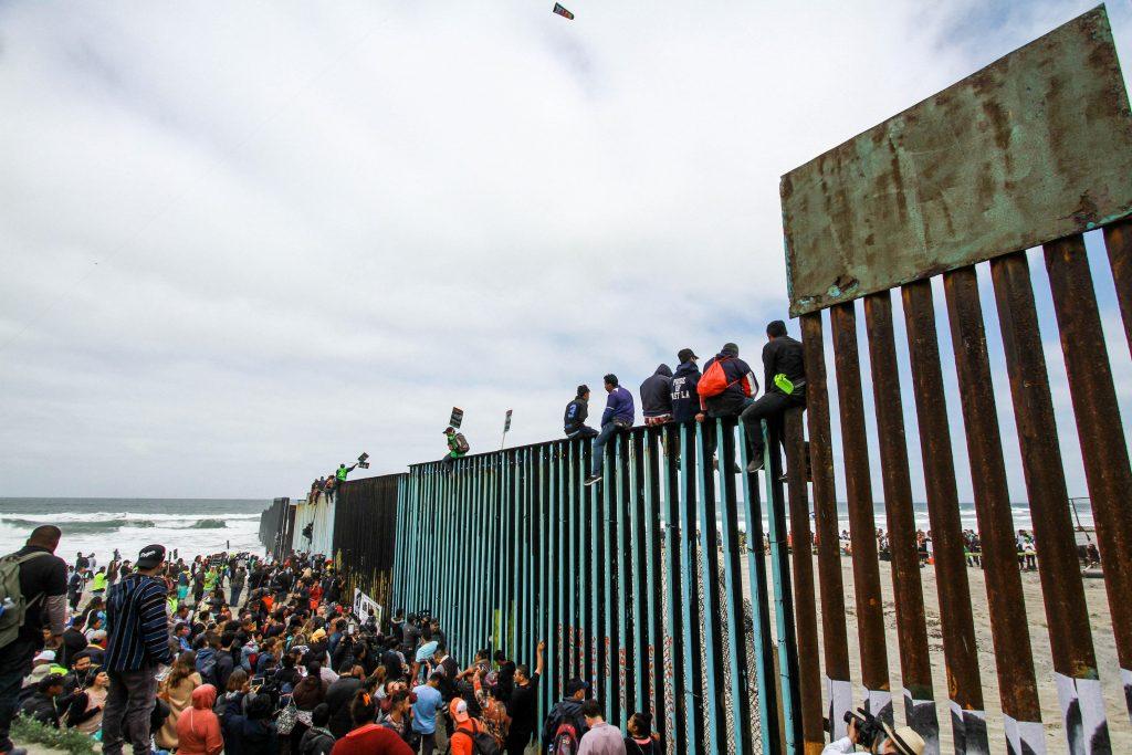 Califiornia ha atendido más de medio centenar de migrantes de caravana