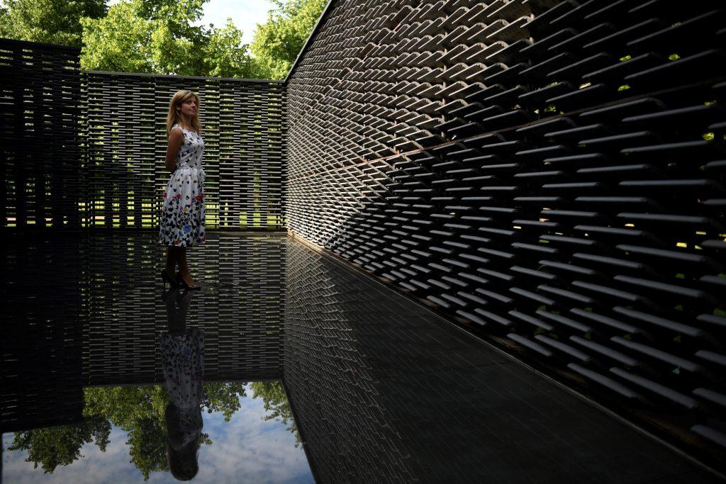 La arquitecta mexicana Frida Escobedo presenta su diseño del Serpentine Pavilion 2018 en Hyde Park