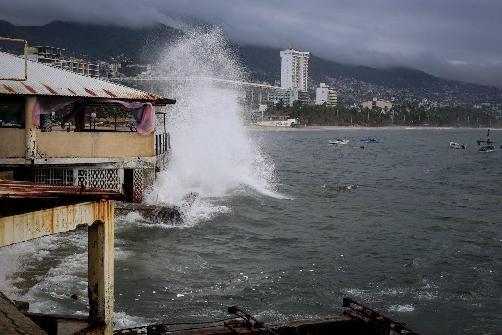 Tormentas Ileana y John propician precipitaciones en gran parte de México