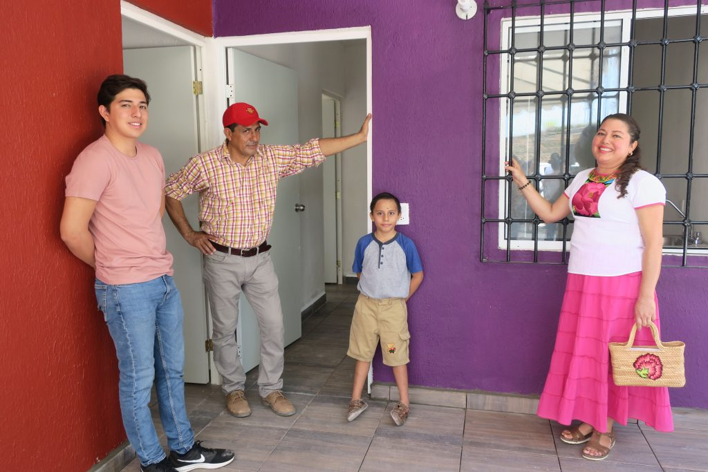 Entregan en México casas reconstruidas tras el sismo del 7 de septiembre