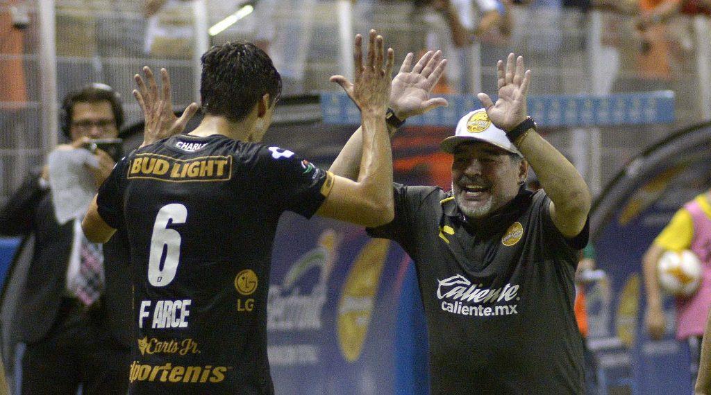 Los Dorados de Sinaloa golean 4-1 al Cafetaleros en debut soñado de Maradona
