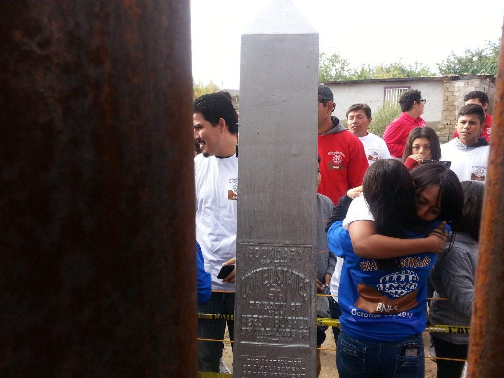 Cerca de 250 familias se abrazan pese al muro en frontera de Nuevo México