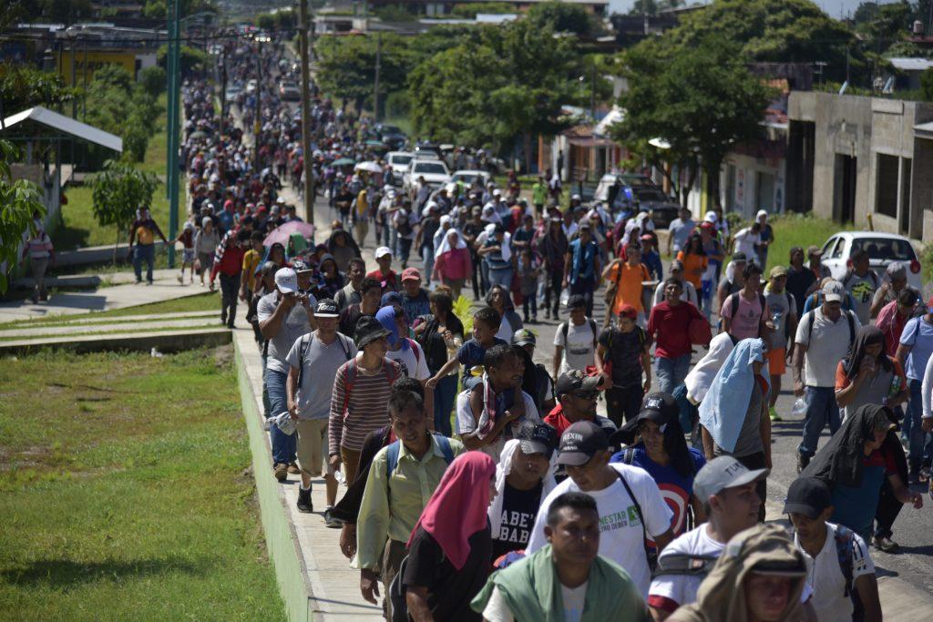 Migrantes hondureños reanudan en México su marcha a frontera con EEUU