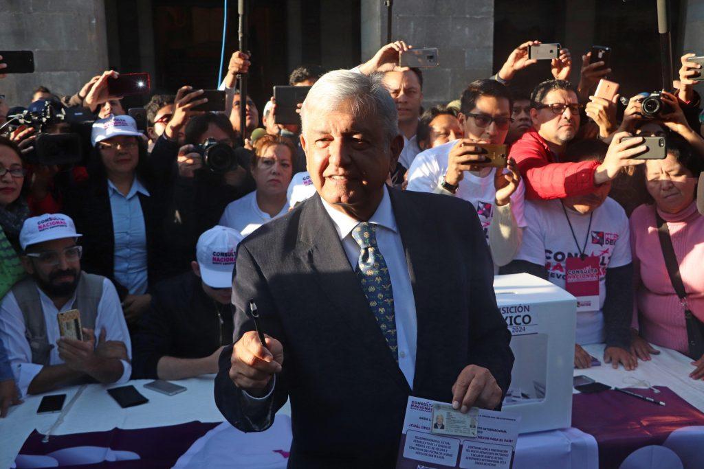 López Obrador llama a ciudadanos a votar sin miedo en consulta de aeropuerto