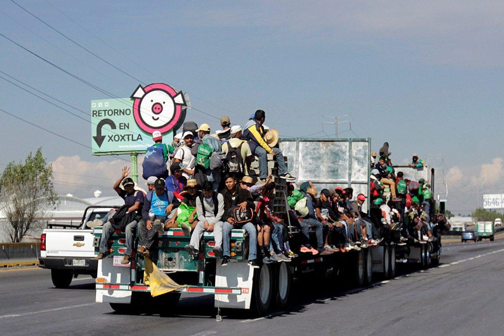 Caravana de migrantes retoma su marcha hacia Estados Unidos de forma dispersa