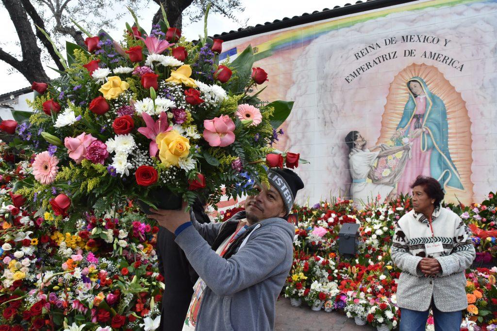 Latinos de Los Ángeles piden a Virgen de Guadalupe protección para migrantes