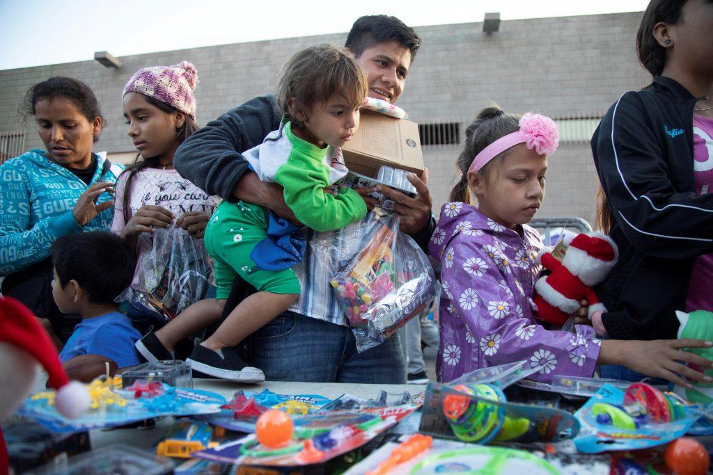 La nostalgia y el sueño americano marcan la navidad de migrantes en México
