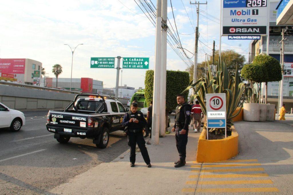 gasolinera policías