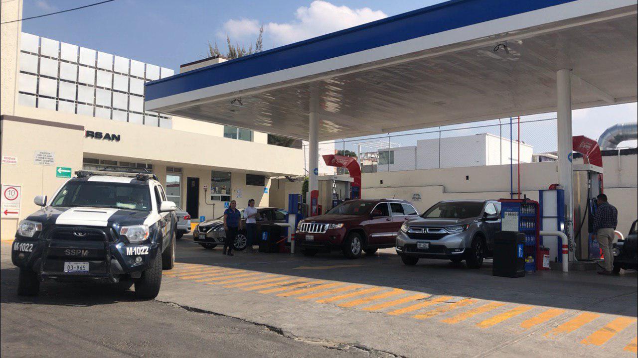 Patrullas vigilan gasolineras para garantizar orden en carga de combustible
