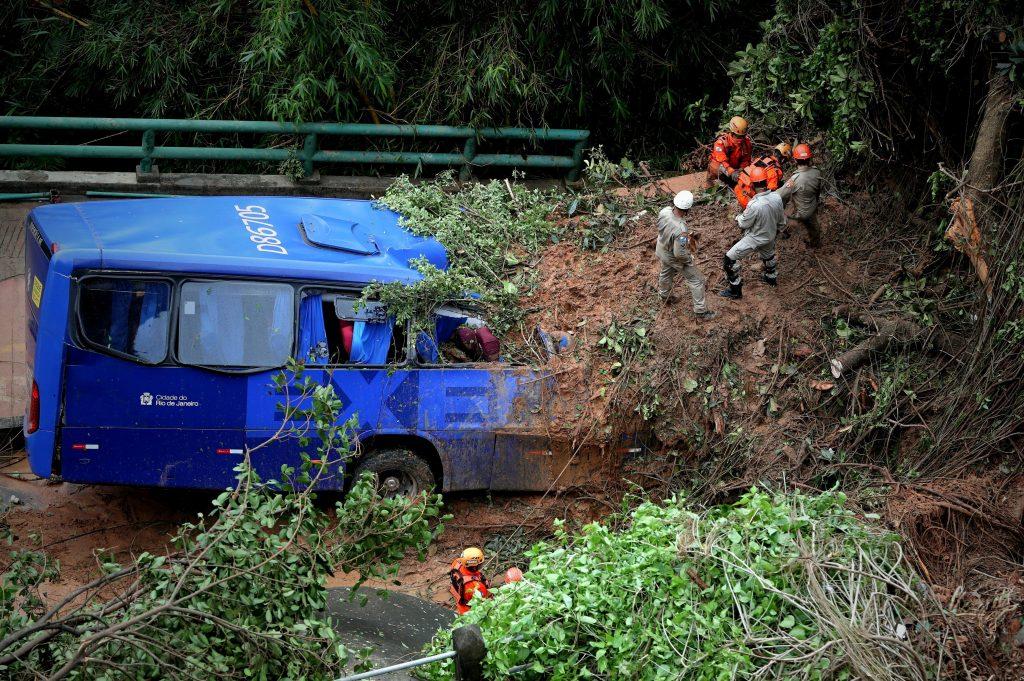 Tres muertos y dos desaparecidos por fuerte tempestad en Río de Janeiro