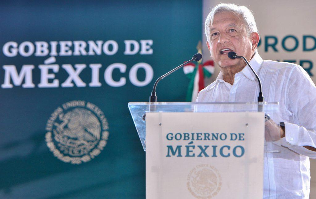 López Obrador pide paciencia y promete solución a maestros en paro