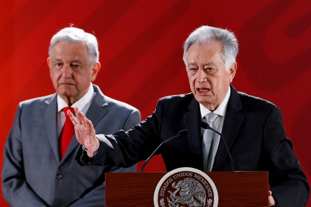 Gobierno mexicano señala funcionarios por favorecer sector eléctrico privado