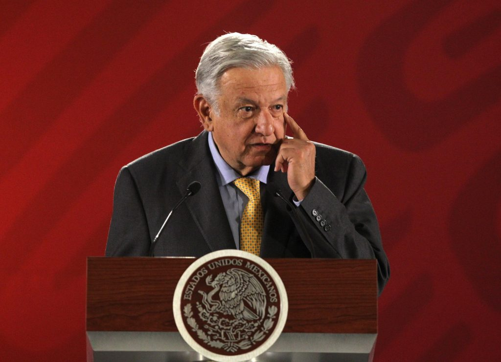 López Obrador anuncia firma de convenios de inversión en Pemex