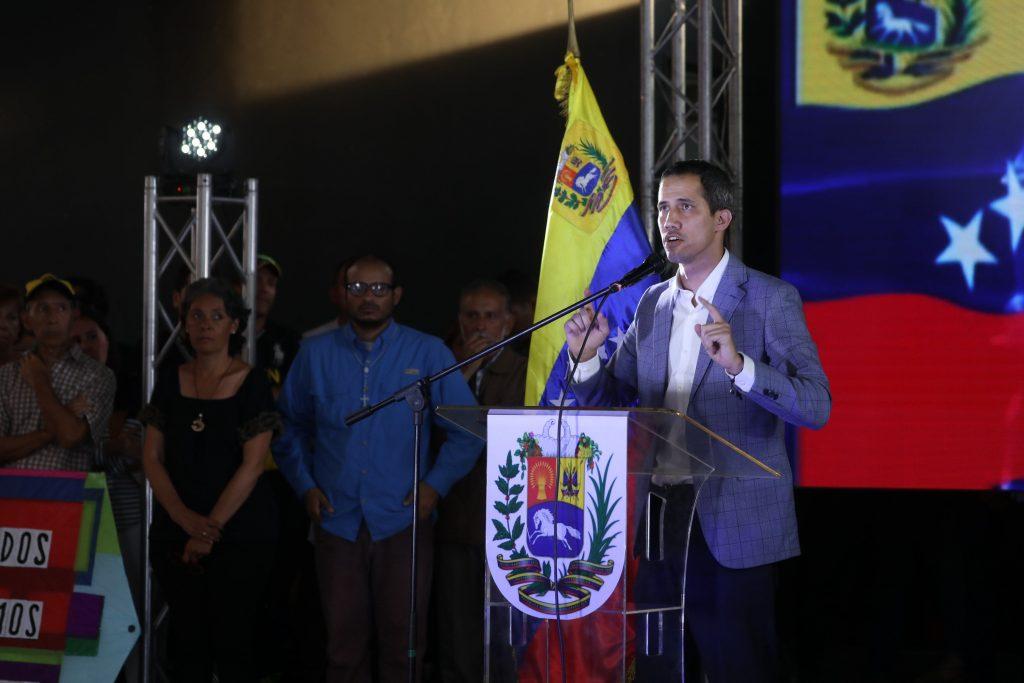 Guaidó se reúne con vecinos de área metropolitana de Caracas