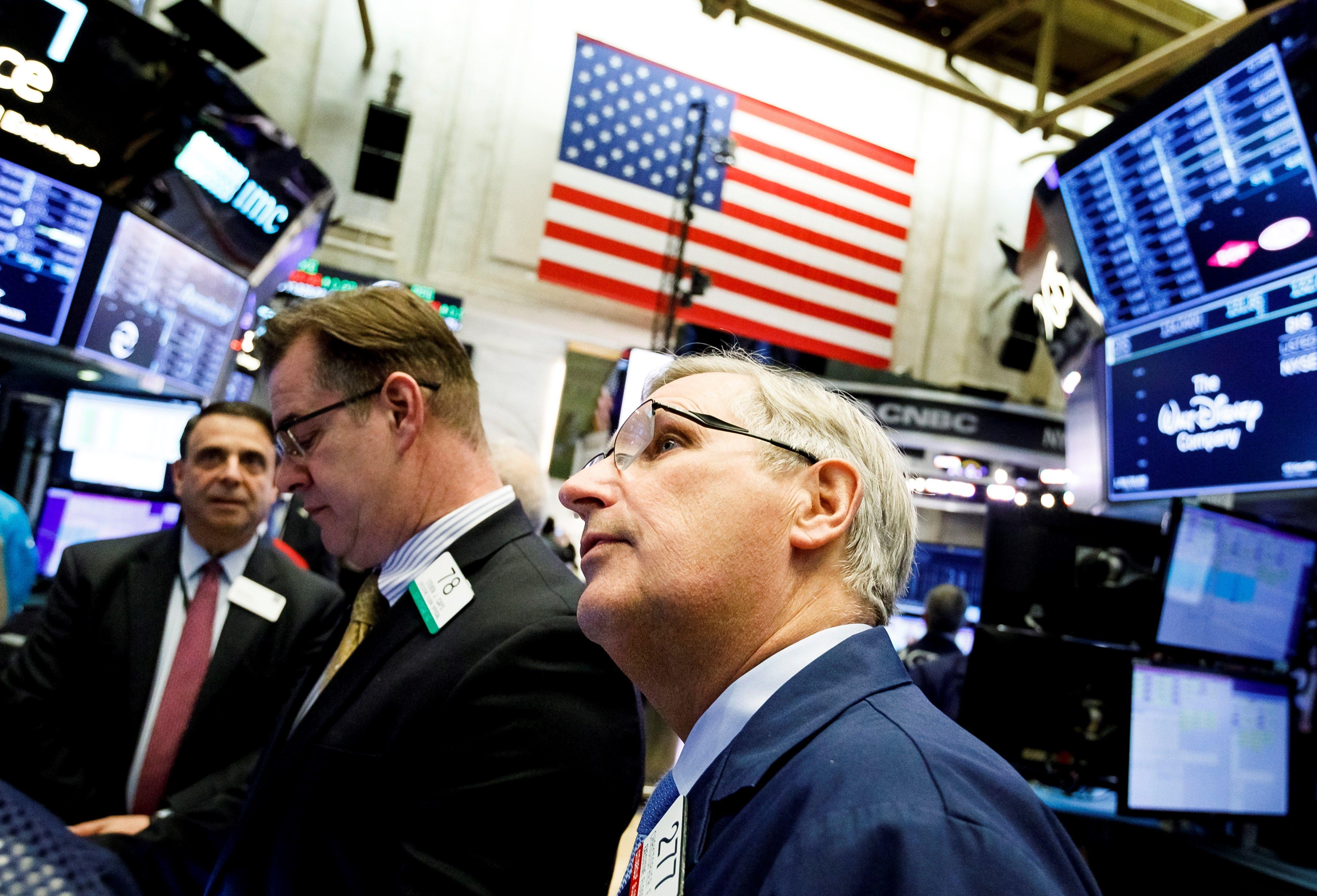 Wall Street cierra con fuertes pérdidas por coronavirus y Dow cede 600 puntos